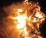 """Šogad """"Senās uguns nakts"""" akcijā jūras krastā aizdedzinās kinētisku uguns skulptūru"""