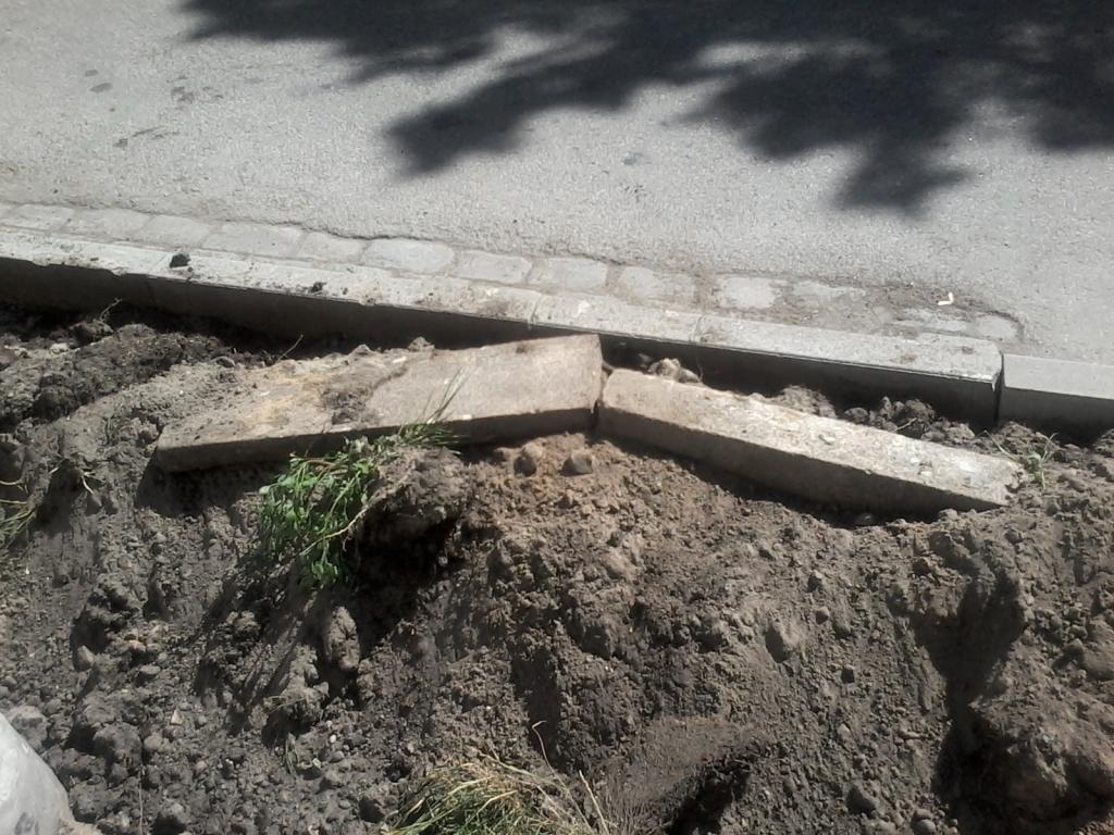 Būvdarbi Salmu ielā joprojām turpinās; radušās nebūšanas sola novērst