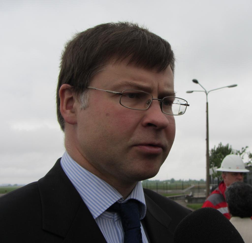 """Papildināts – Dombrovskis: """"Liepājas metalurga"""" akcionāri nodarbojas ar publisku blefu"""