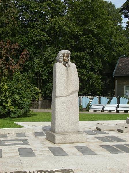 Pie M. Ķempes pieminekļa veidos dzejnieku aleju