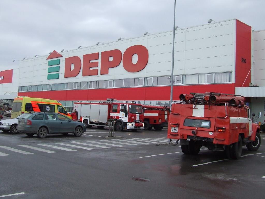 """Papildināts – Atskanot signalizācijai, no veikala """"Depo"""" evakuē cilvēkus"""