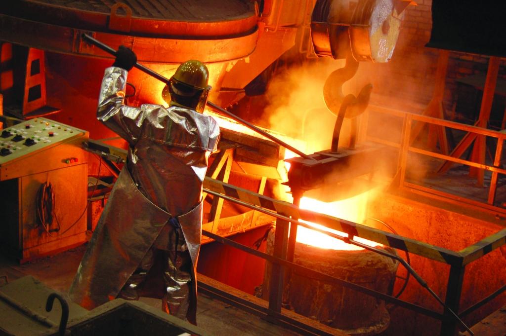 """Papildināts – 42% atlaisto """"Liepājas metalurga"""" darbinieku nav kvalifikācijas"""