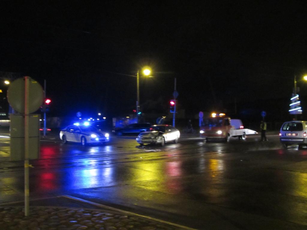 Dzērājbraucējs izraisa sadursmi pie Tramvaja tilta