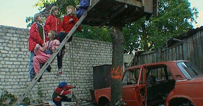 """Lailas Pakalniņas 2000.gadā Valentīndienā Karostā uzņemtā filma """"Mostieties"""" – Karostas cietumā"""