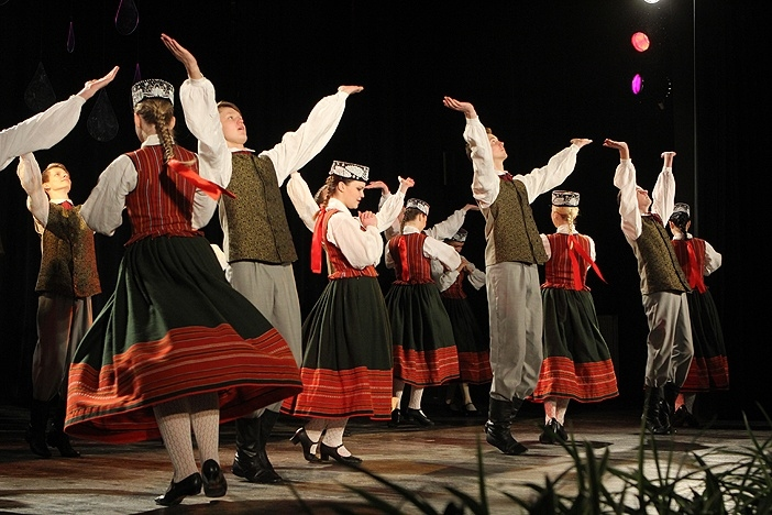 """Veiksmīgi noslēdzies 10. Tautas deju festivāls """"Aprīļa pilieni 2014"""""""
