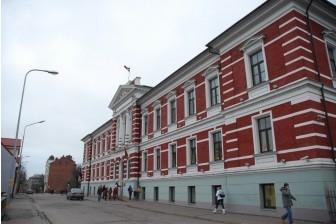 """A/S """"Swedbank"""" pārstāvji iepazīstas ar Liepājā īstenotajiem projektiem"""