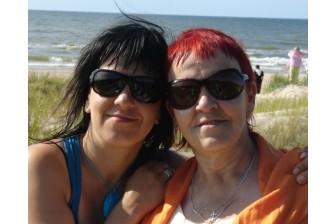 Tiksies ar mammu un meitu