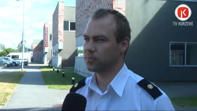 Policijā nogādā dzīvoklī atrastus ieročus