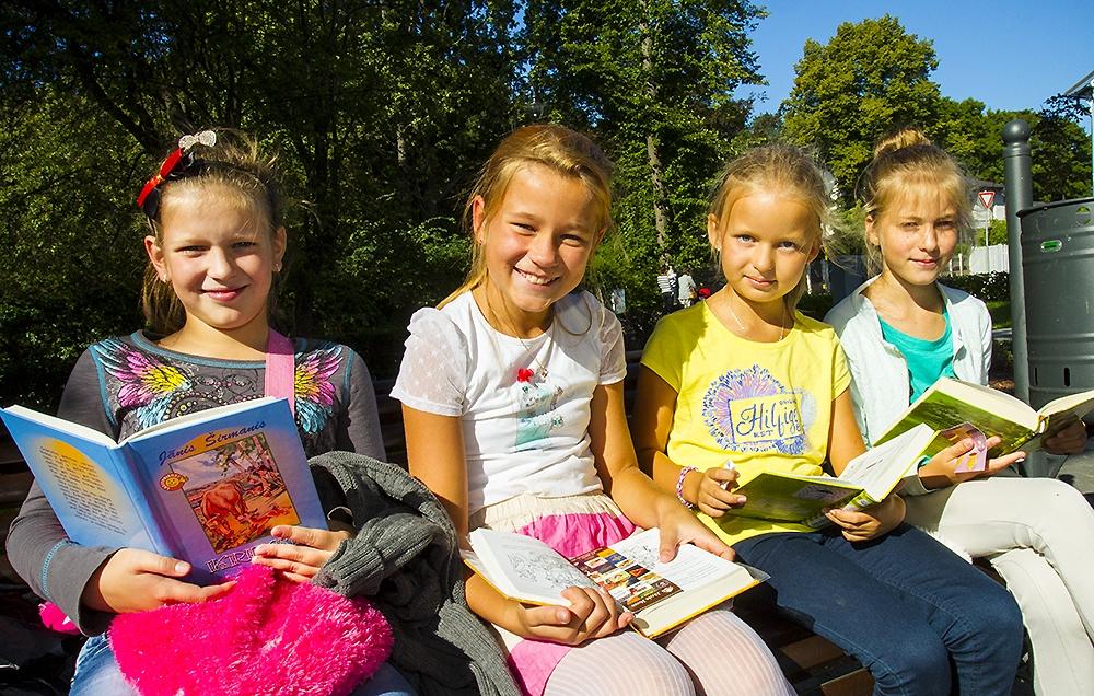 Skolēni piedalās kopējā lasīšanas akcijā