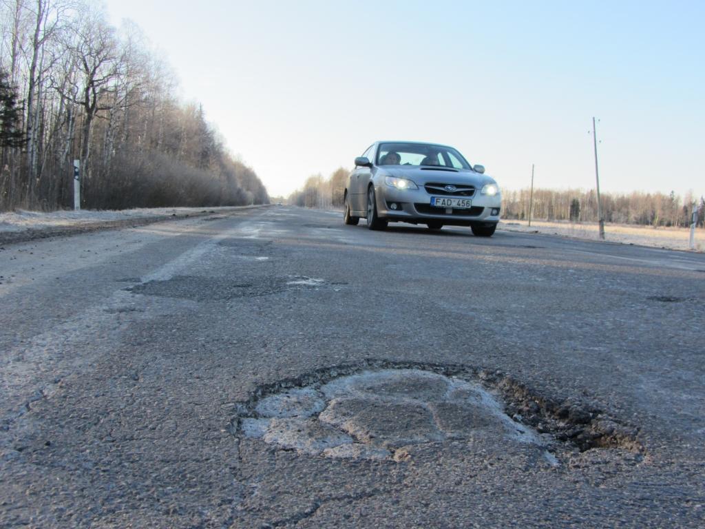 LVC par 10,6 miljoniem eiro plāno rekonstruēt autoceļa A11 Liepāja-Lietuvas robeža posmu