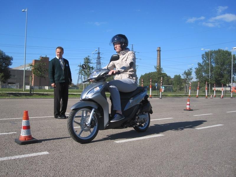 Mopēdista tiesības šosezon ieguvuši trīs desmiti braucēju, eksāmenu var kārtot arī ar CSDD mopēdu