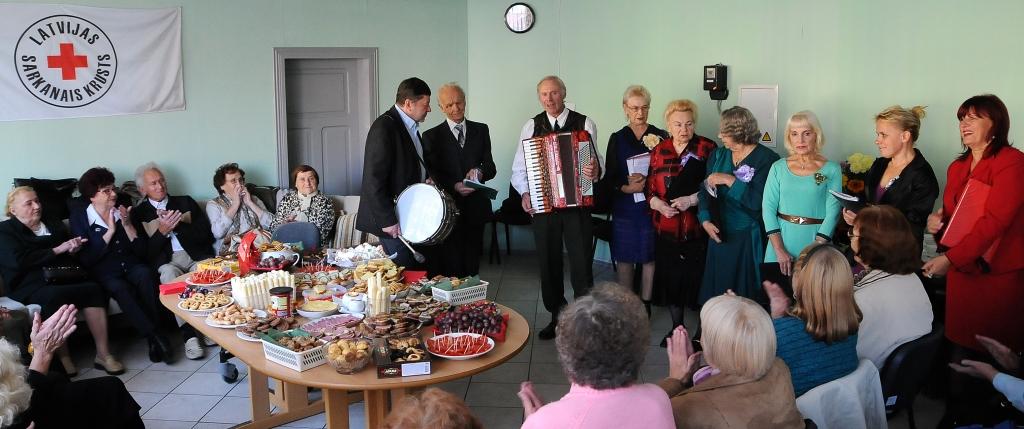Sveiciens senioriem viņu svētkos