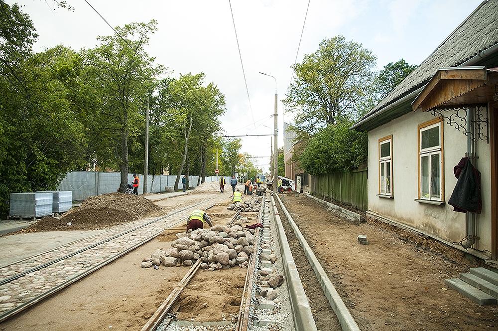 Papildināts – Veic izmaiņas tramvaja sliežu rekonstrukcijas plānos