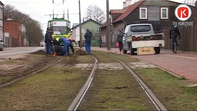 Nodiluma dēļ salūzt tramvaja sliede