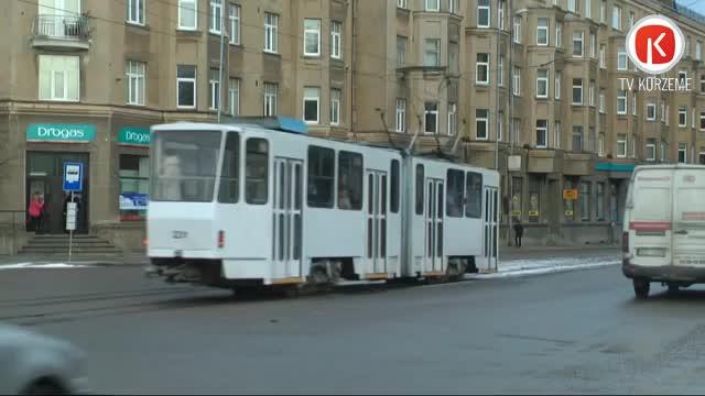 No sliedēm atkal noskrien tramvajs