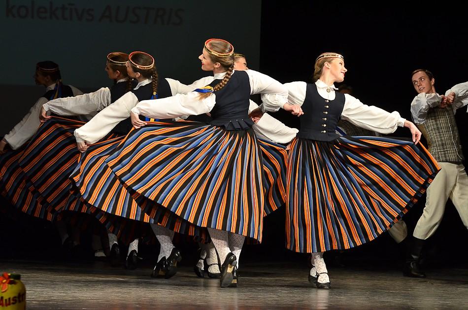 """11. Tautas deju festivāls """"Aprīļa pilieni"""""""