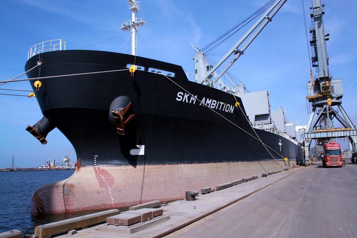 """No Liepājas ostas uz Gvineju un Somiju dodas divi kravas kuģi ar """"NPK Expert"""" saražoto produkciju"""