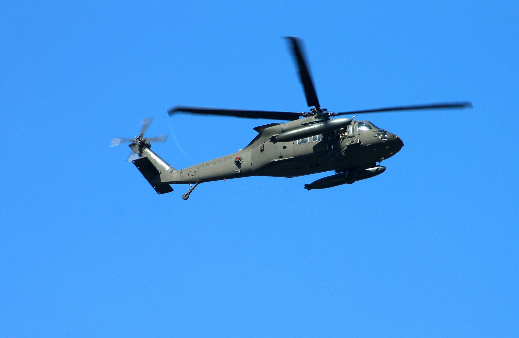 Iedzīvotājus nobiedē armijas helikopteru skaļā rūkoņa