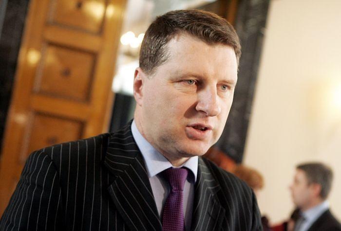 Latvijas Valsts prezidenta amatā ievēlē Raimondu Vējoni