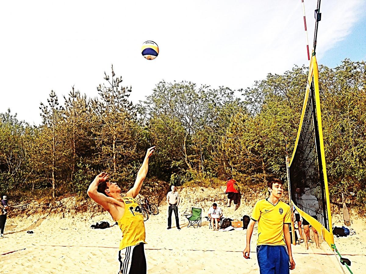 """""""VEGA 1"""" pludmales volejbola līga jau otro reizi šogad """"ver durvis"""" sportot gribētājiem"""