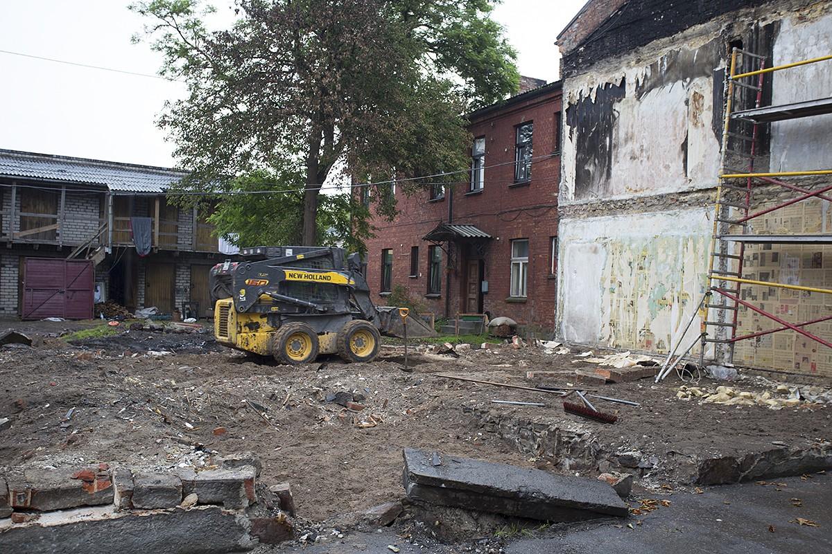 Eksplozijā cietusī ēkas demontēta, sakopj teritoriju