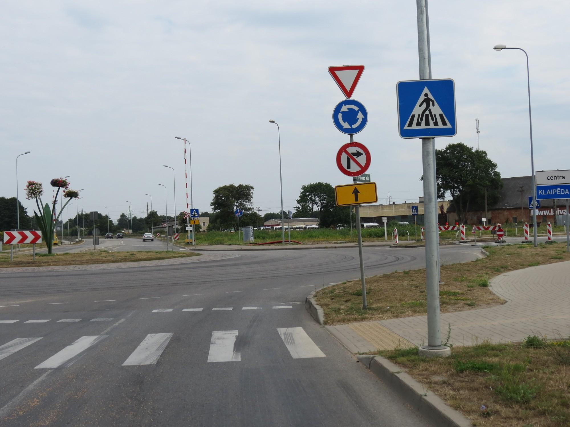 """Vadoties pēc ceļa zīmēm, Cukura ielas aplī jābrauc """"pret spalvu"""""""