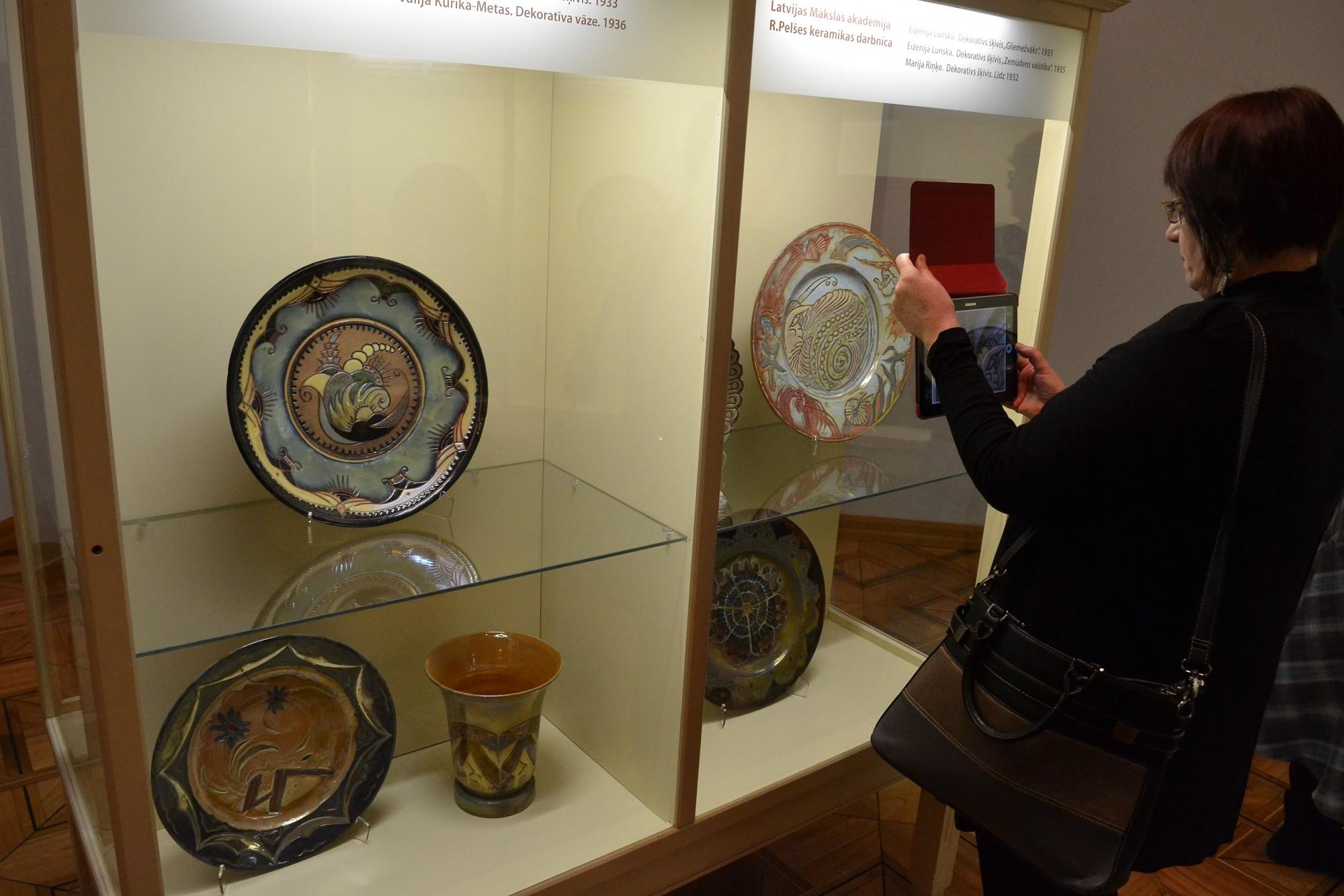 Pirmoreiz satiekas Latvijas keramikas divi spārni