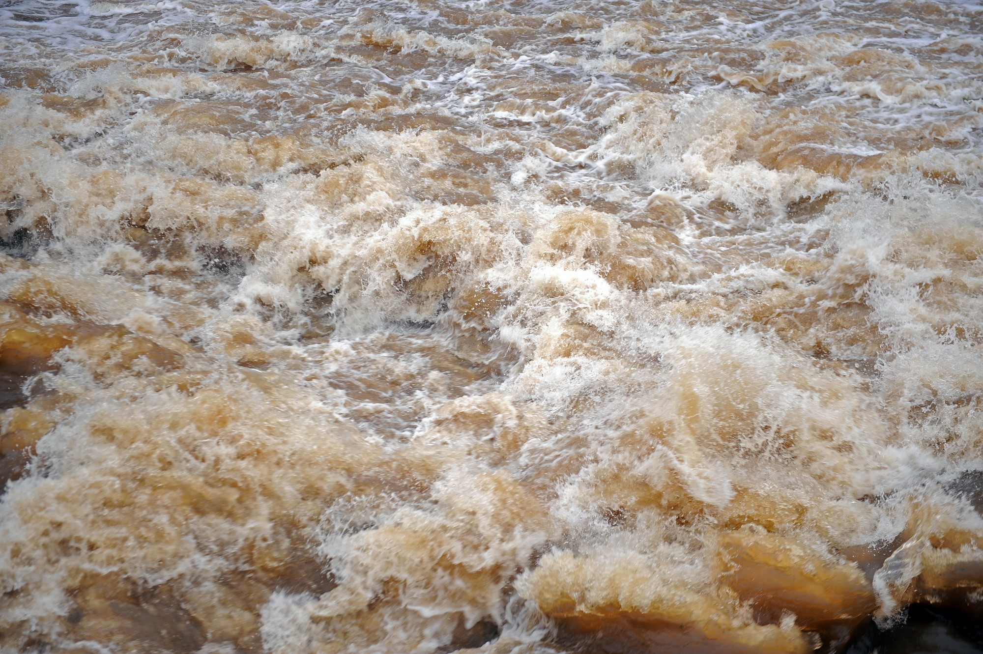 Upēs strauji ceļas ūdenslīmenis