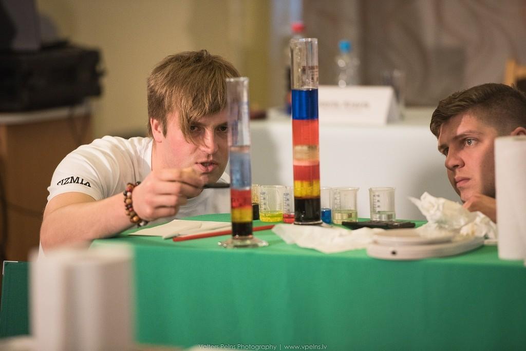 """""""Eksperiments"""" – ieskats fizikas aizraujošajā pusē"""