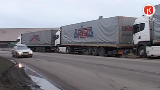 """Kravas automašīnas no Krievijas """"iestrēgst"""" Liepājas ostā"""