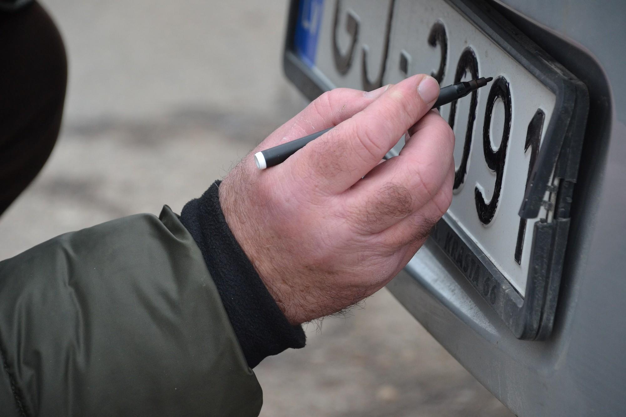 """Juceklis ar """"BMW"""" automašīnām izraisa kriminālsodu"""