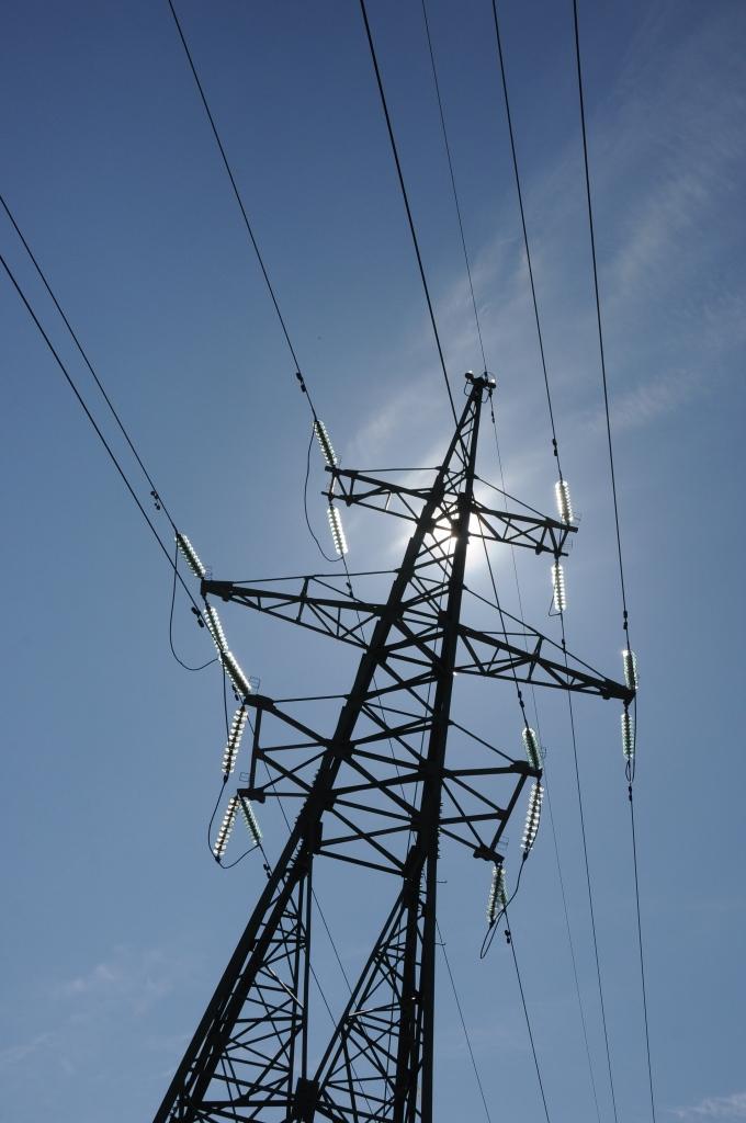 Grib mainīt elektrolīnijas izbūves vietu