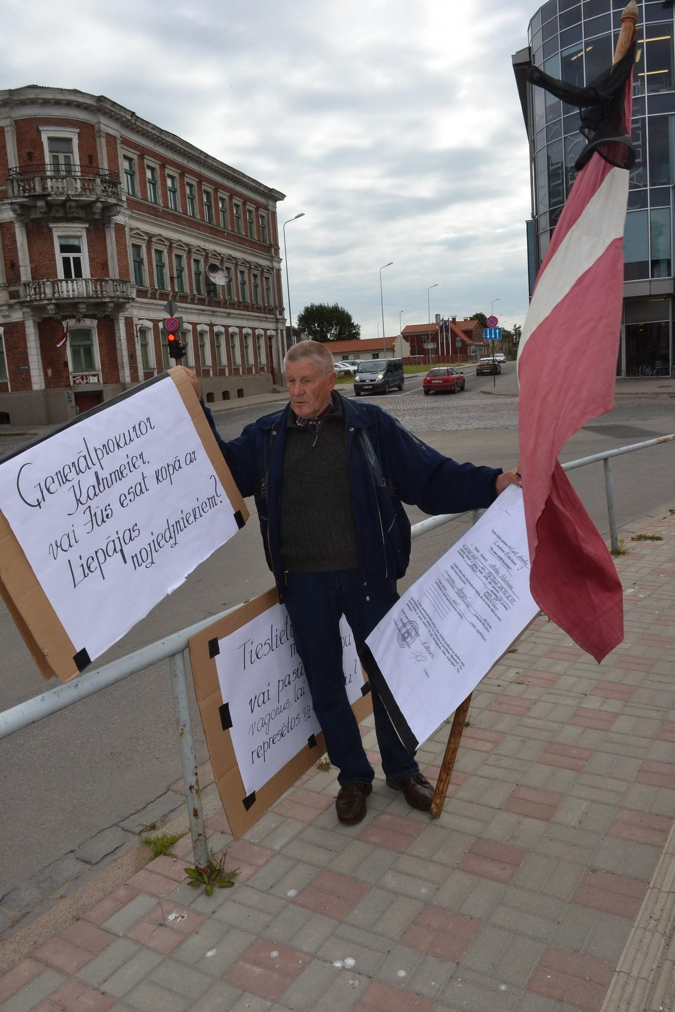 Protestē pret tiesu sistēmu
