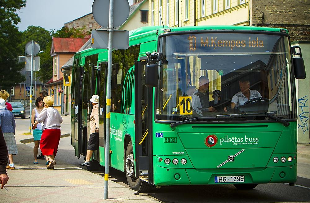 Personām ar invaliditāti mainīsies sabiedriskā transporta biļešu saņemšanas kārtība