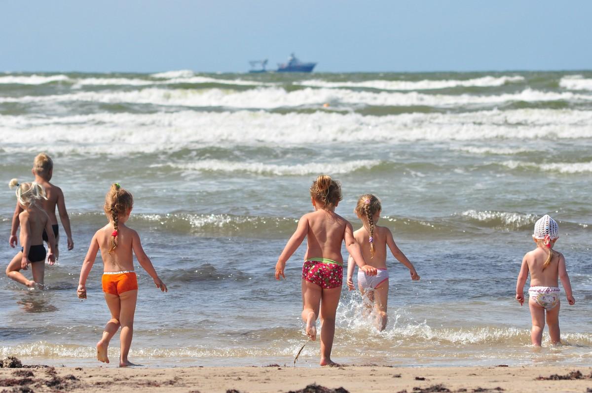 No jūras izraida nepieskatītus bērnus