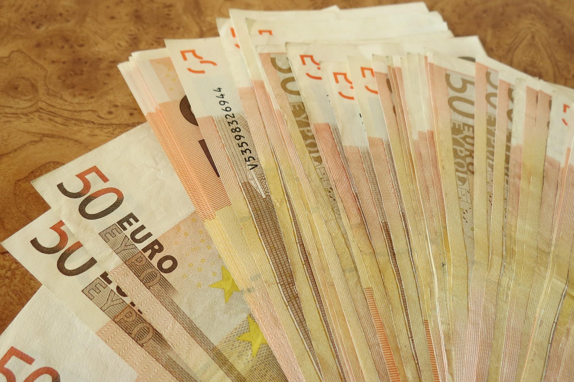 Lems par minimālās algas paaugstināšanu