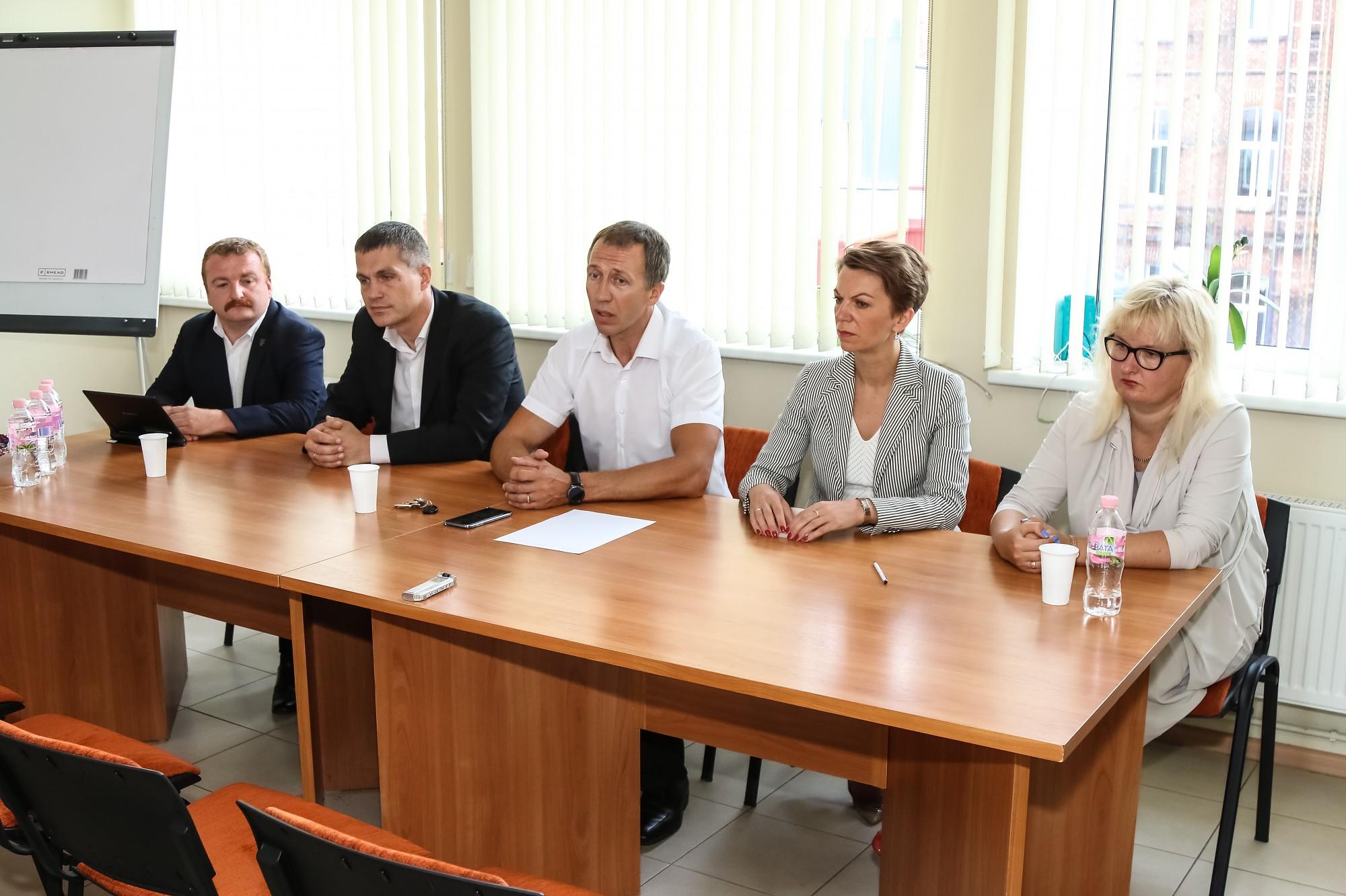 Liepājas domes opozīcijas deputāti pieprasījuši vicemēra Hadaroviča demisiju