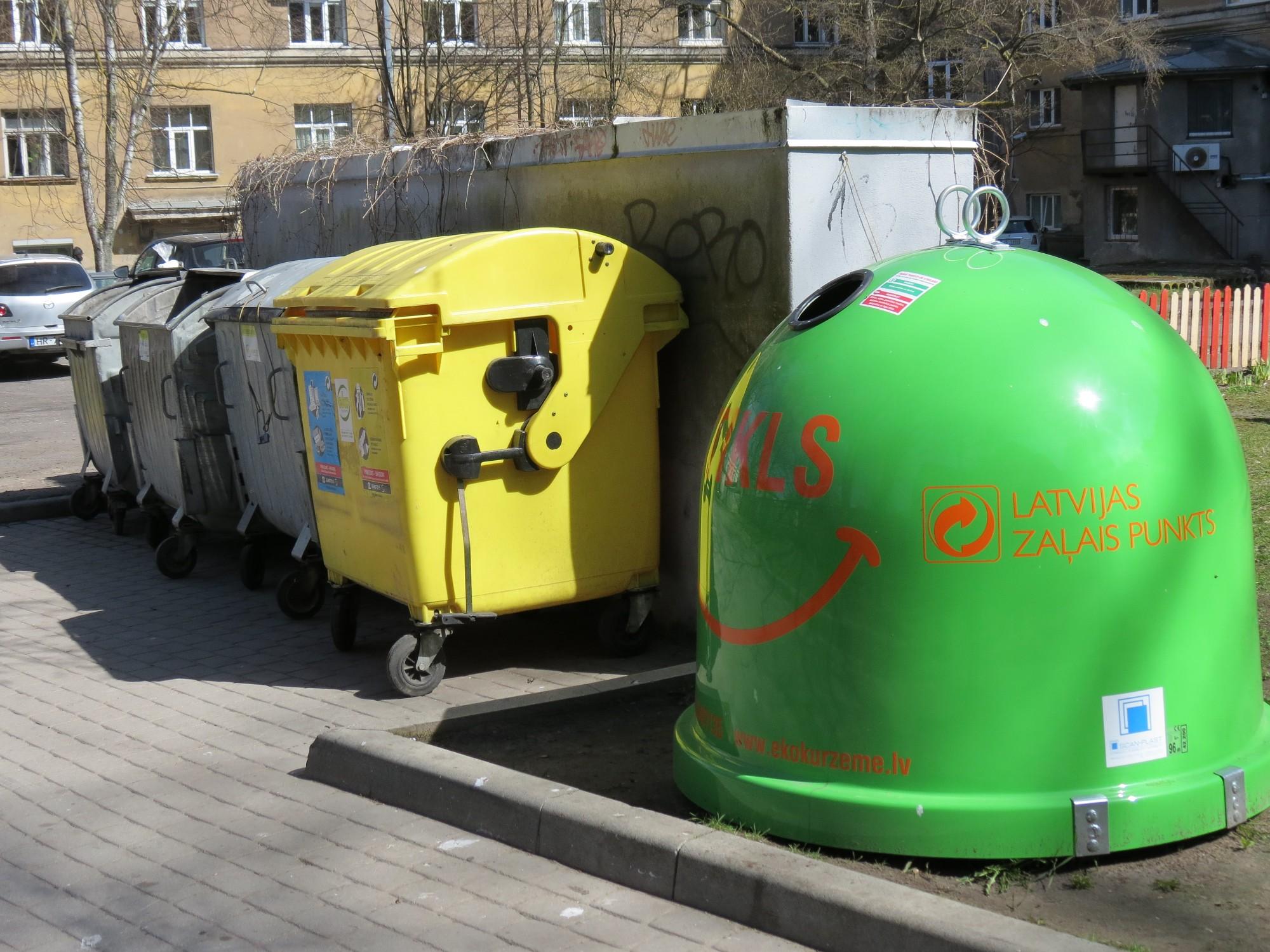 Lauž šķēpus par atkritumu apsaimniekošanu