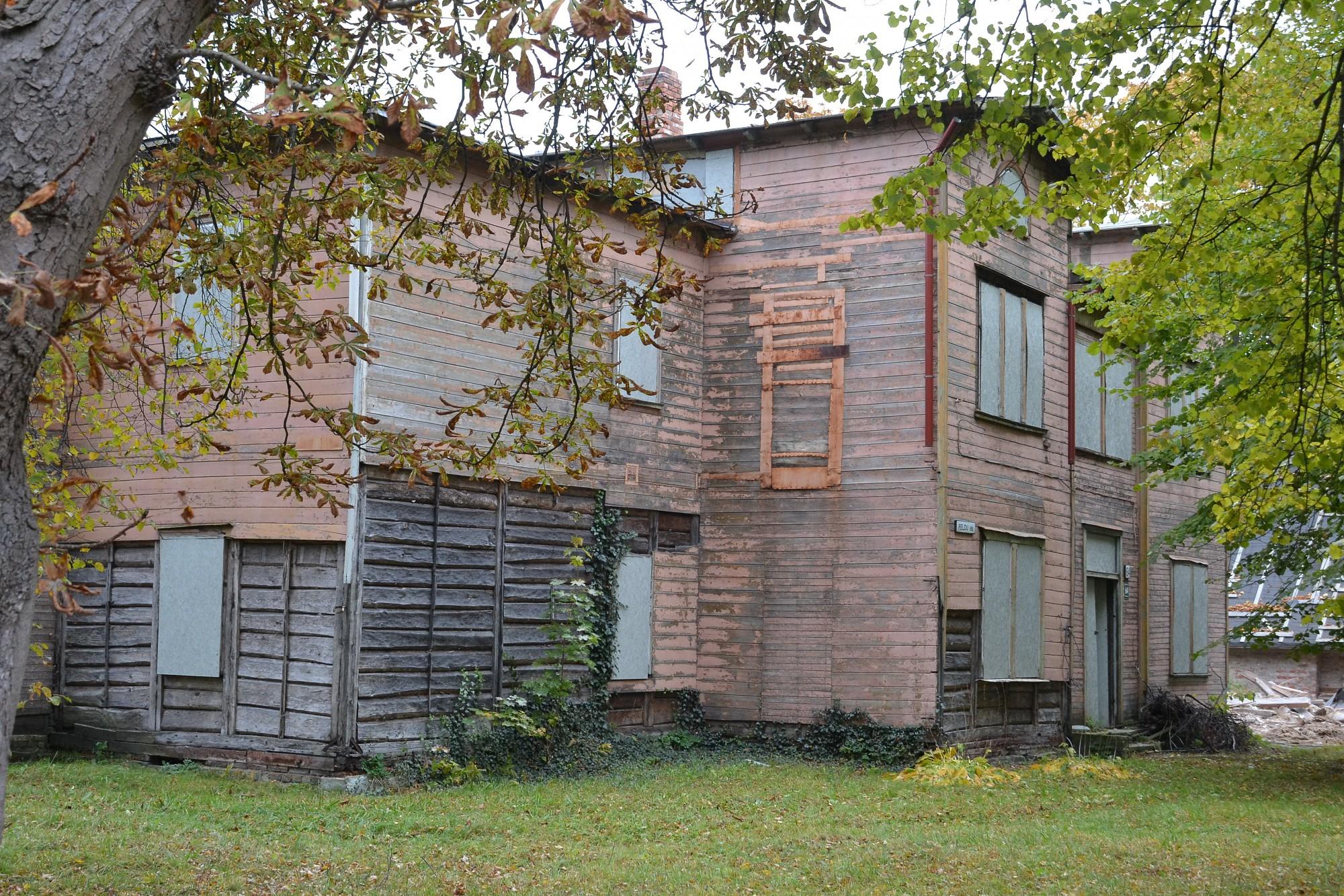 Atjaunot vai nojaukt vēsturiskās ēkas?