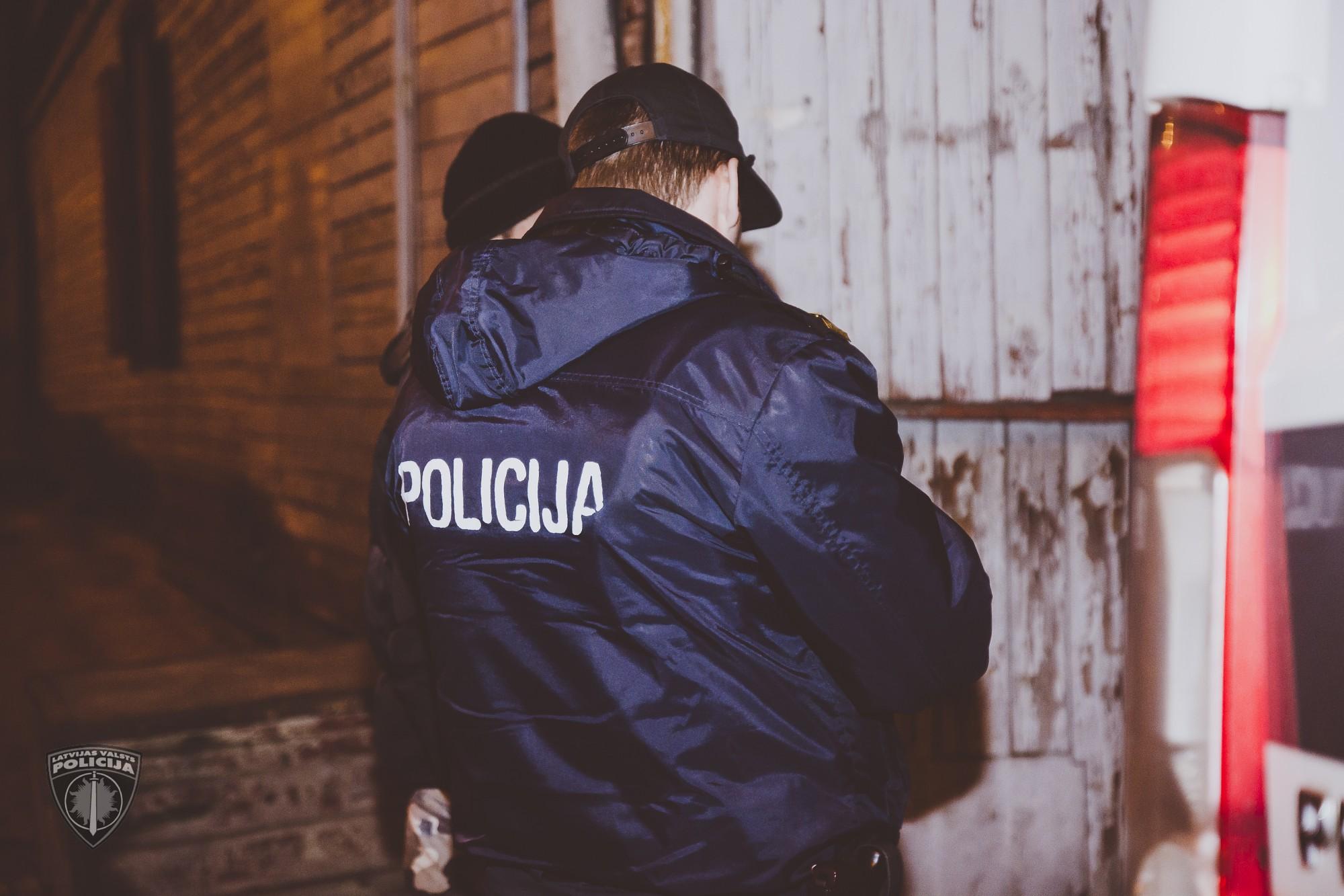 Kriminālvajāšanai nodod lietu par Baseina ielā atrasto vīrieša līķi