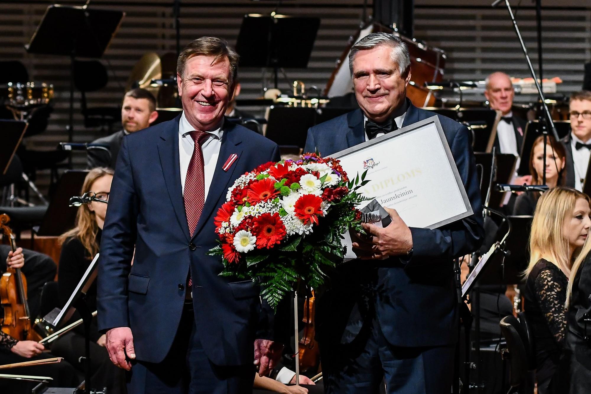 Papildināts (ar foto) – Liepājā godina 2016.gada Ministru kabineta balvas laureātus