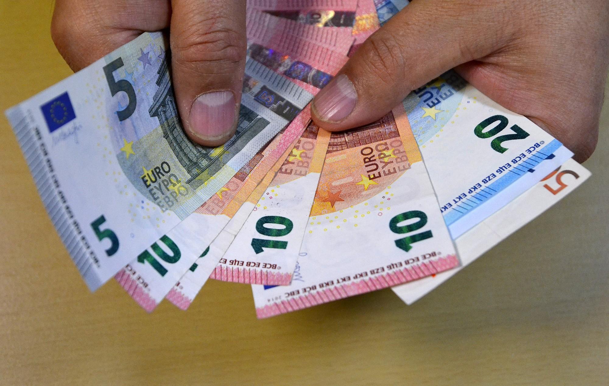 Sievietei par viltus draudiem uzspridzināt Liepājas vidusskolu piespriež naudas sodu