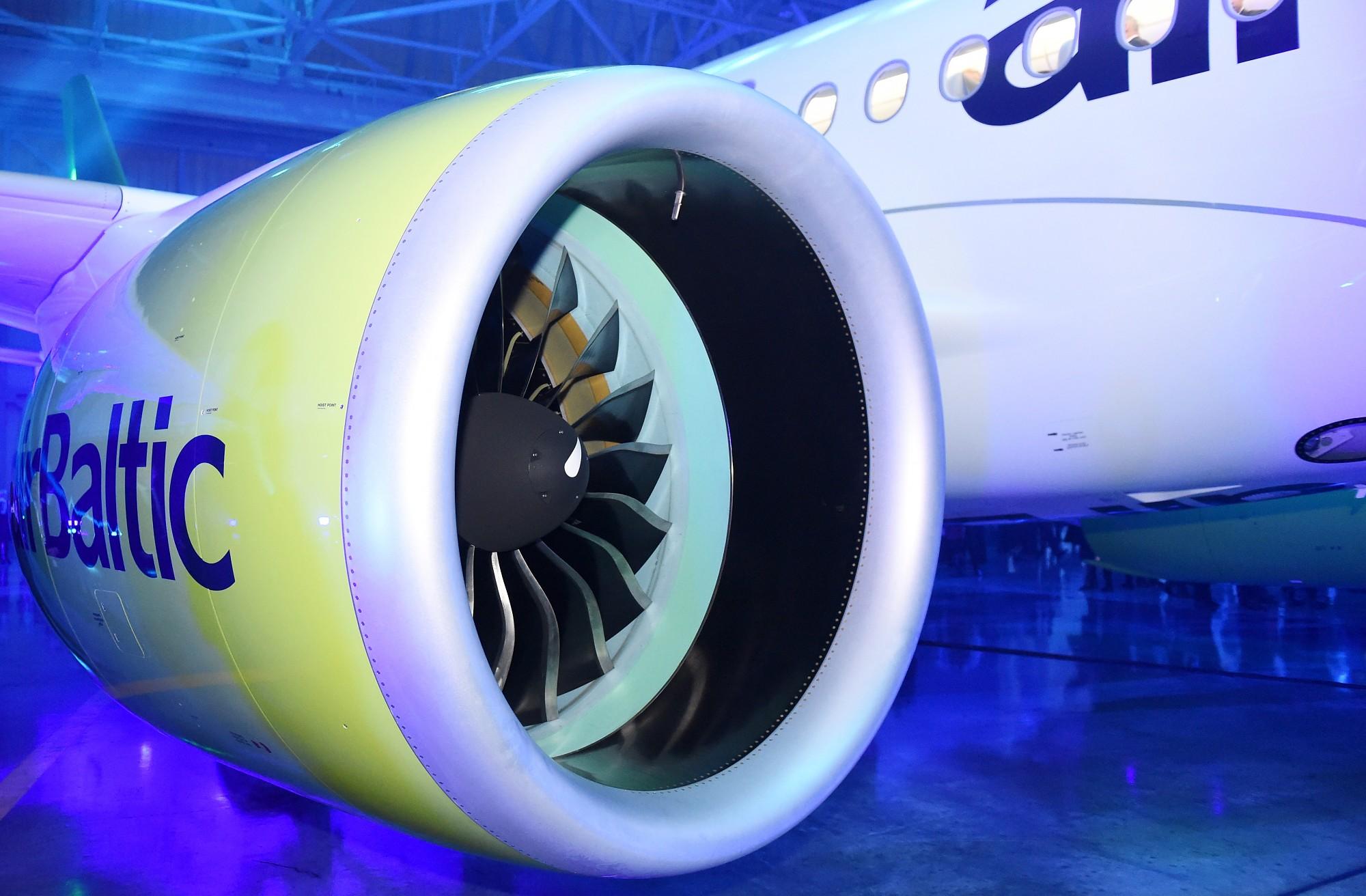 """""""airBaltic"""" uz laiku samazinās darbinieku skaitu par 250 cilvēkiem"""