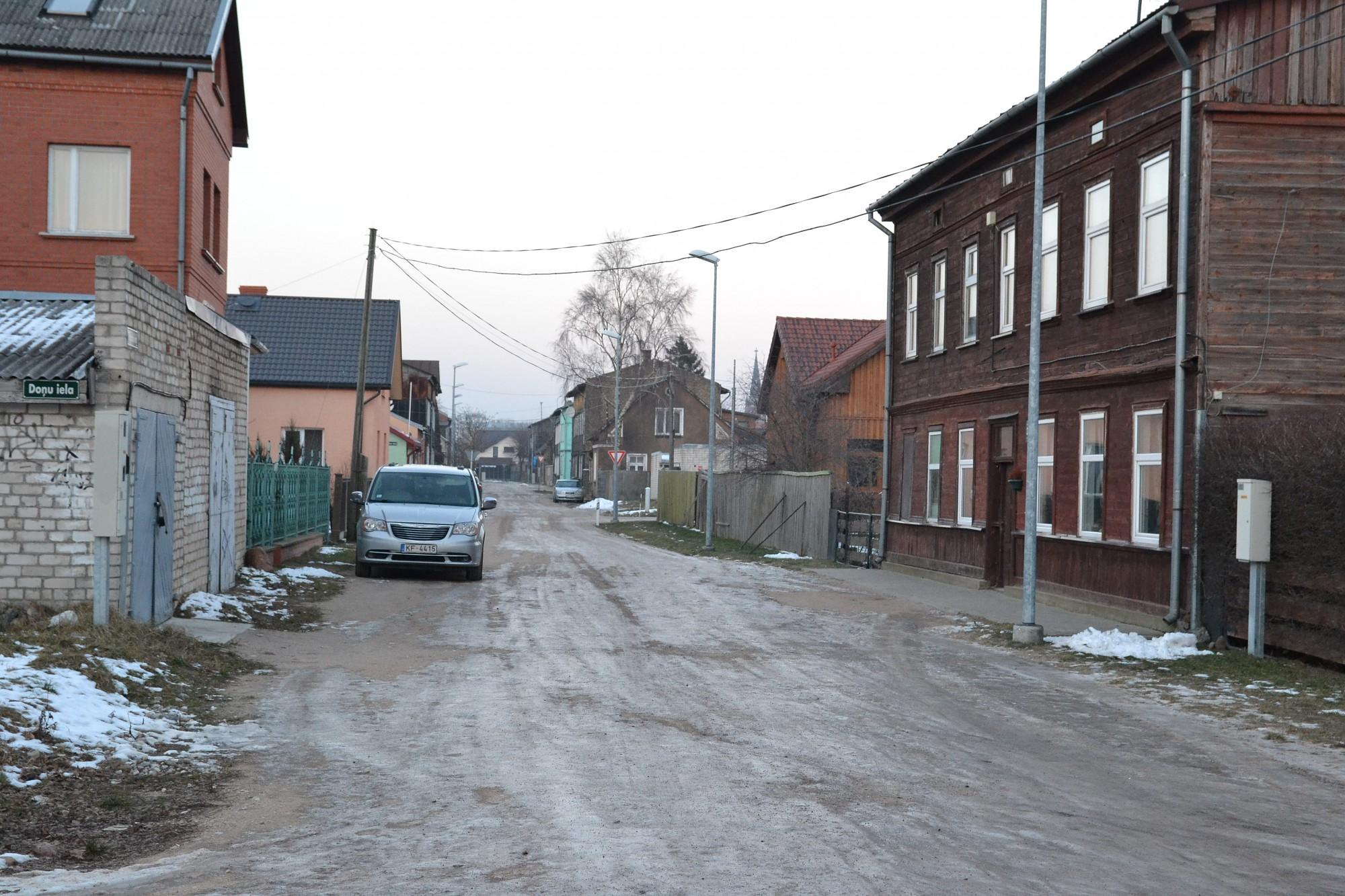 Pievērsās ledainajām un grantētajām ielām