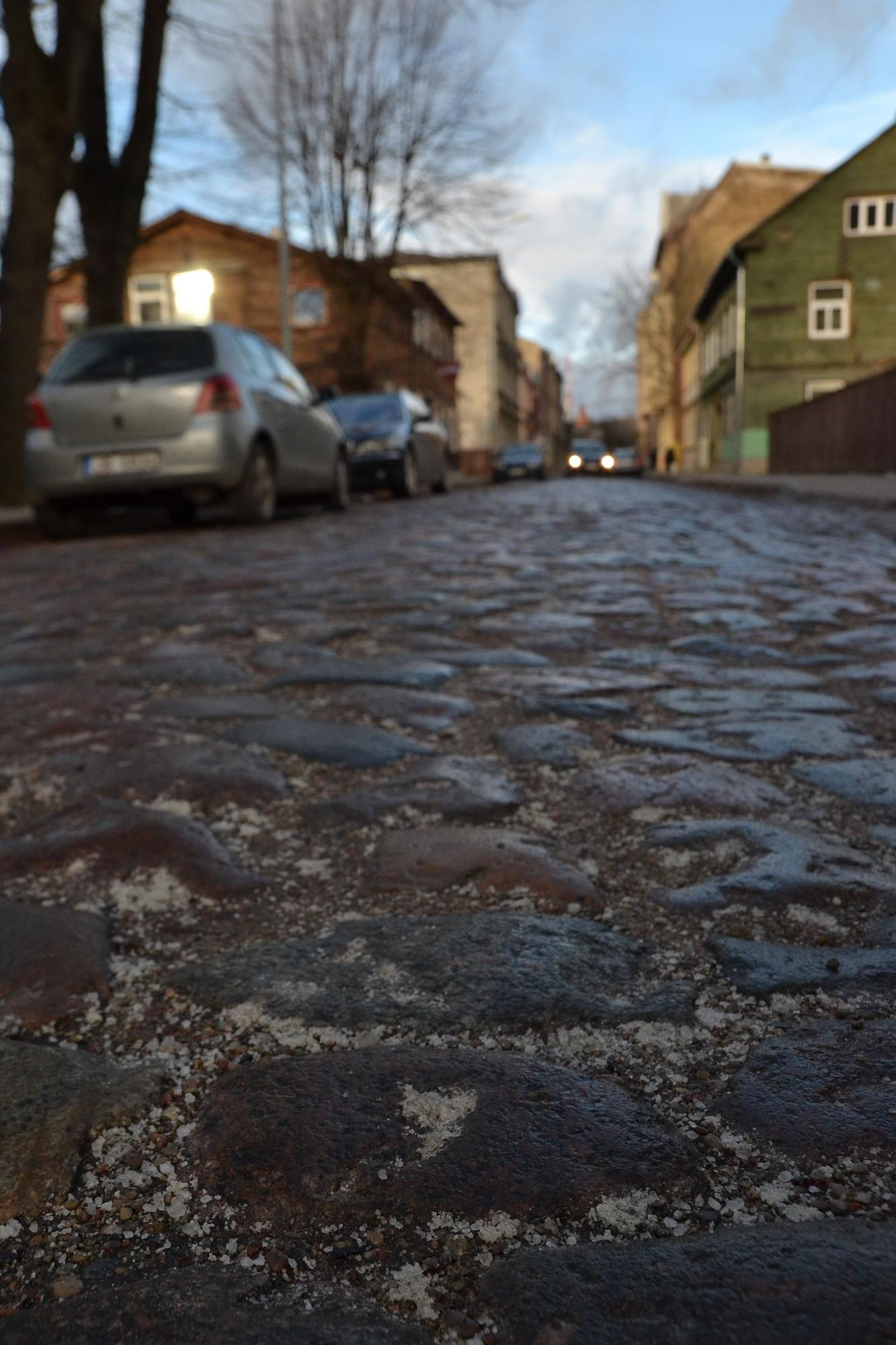 Sāls birst uz ielām