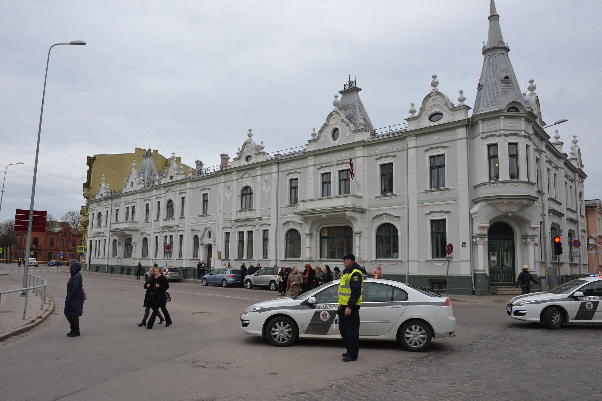 Papildināts – Atkal nedienas Kurzemes apgabaltiesā