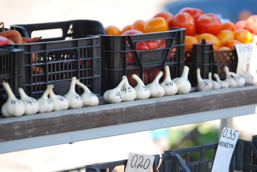 Pārbauda augļu un dārzeņu tirgotājus, Liepājā nopietni pārkāpumi nav konstatēti