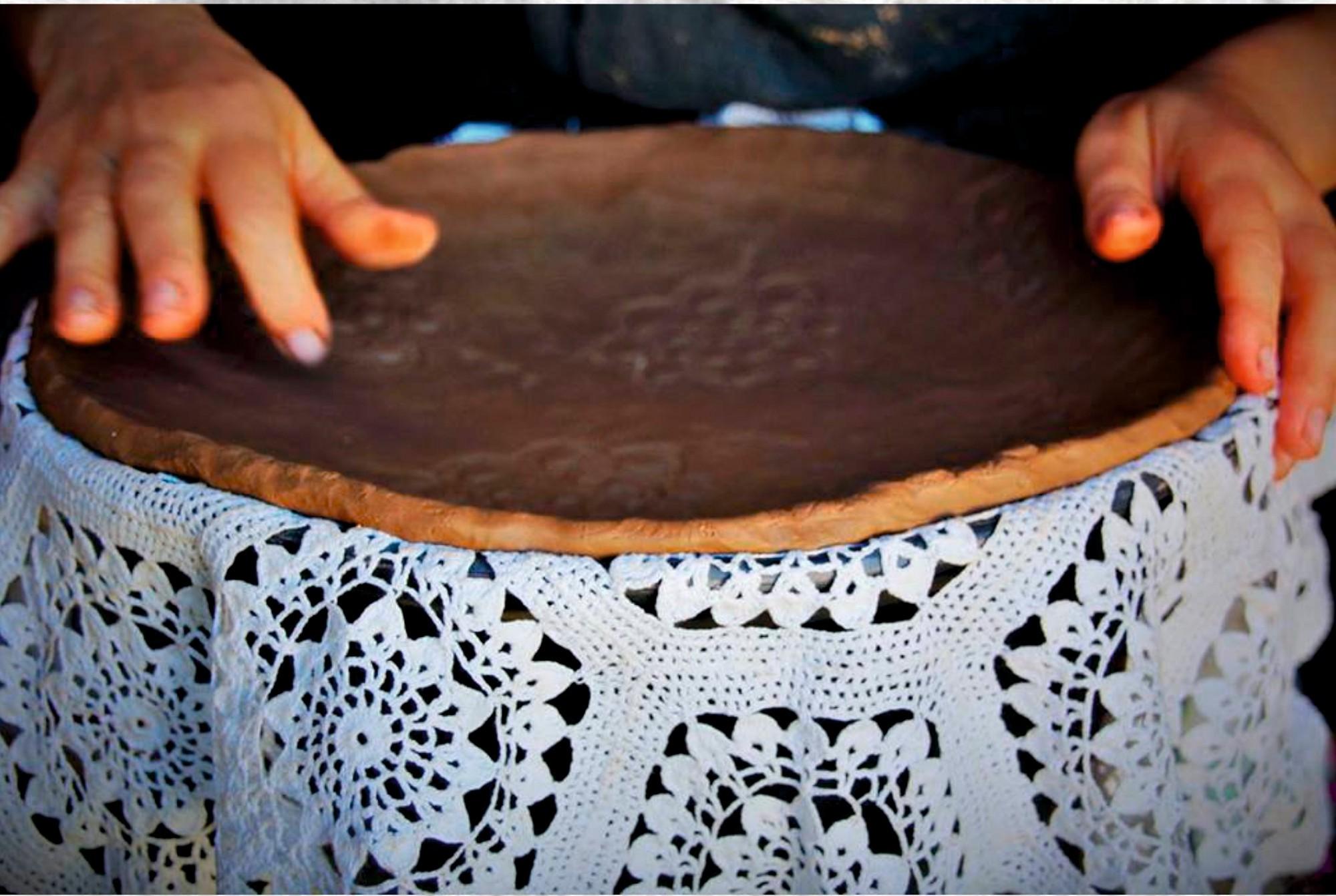 """""""Raupjums un maigums"""" svēpētajā keramikā"""