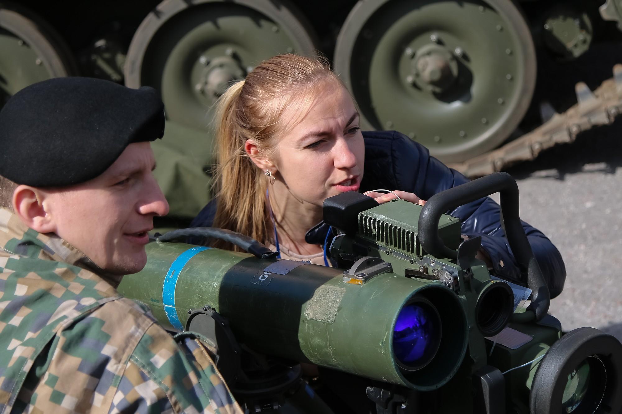 Jaunieši iepazīst karavīra profesiju