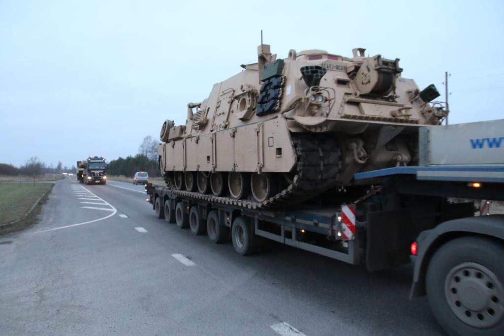 Militārās tehnikas kolonnu kustība notiks pa Liepājas šoseju
